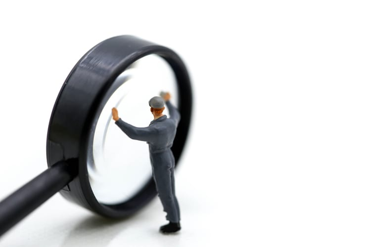 miniature figurine: workman clean Magnifying glass